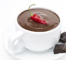 Gorąca czekolada z chili, malinami lub alkoholem - przepisy na gorącą czekoladę