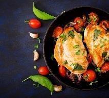 Zapiekane soczyste piersi kurczaka nadziewane cebulą: przepis na proste i aromatyczne danie