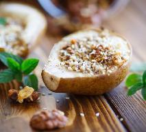 Gruszki zapiekane z suszonymi owocami i orzechami: deser na zdrowie