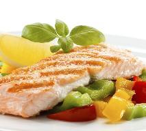 Łosoś gotowany na parze z warzywami: przepis na zdrowy obiad