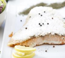 Łosoś pieczony na soli - prosty i sprawdzony przepis na pyszną rybę!