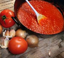Prosty sos pomidorowy: do gołąbków, makaronu, pizzy i zapiekanek