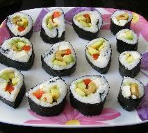 Przepis na warzywne sushi: jak łatwo i szybko zrobić sushi z warzyw?