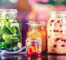 Przetwory: jak pasteryzować warzywa w słojach twist off, wek i butelkach?