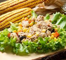 Sałatka warstwowa z tuńczyka i kukurydzy: prosty przepis