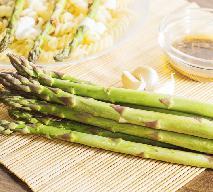 Szparagi w sosie miodowo-sojowym