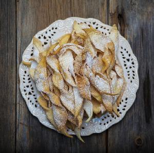 Faworki: przepis na przysmak kuchni polskiej na tłusty czwartek
