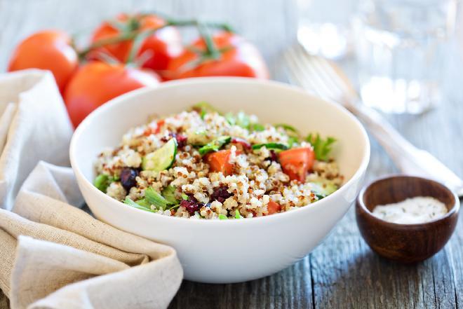 Quinoa: sałatka z komosy ryżowej z suszonymi pomidorami