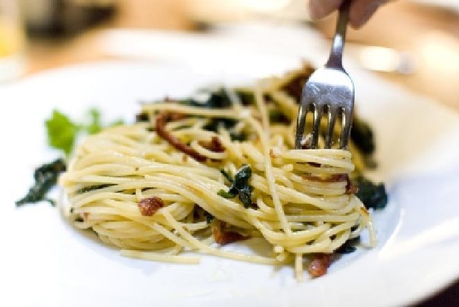 Makaron zapiekany z grzybami: przepis na sycącą zimową kolację