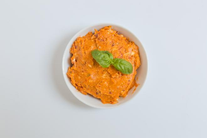 Masło czerwone - pikantna pasta do pieczywa dla wegetarian i nie tylko