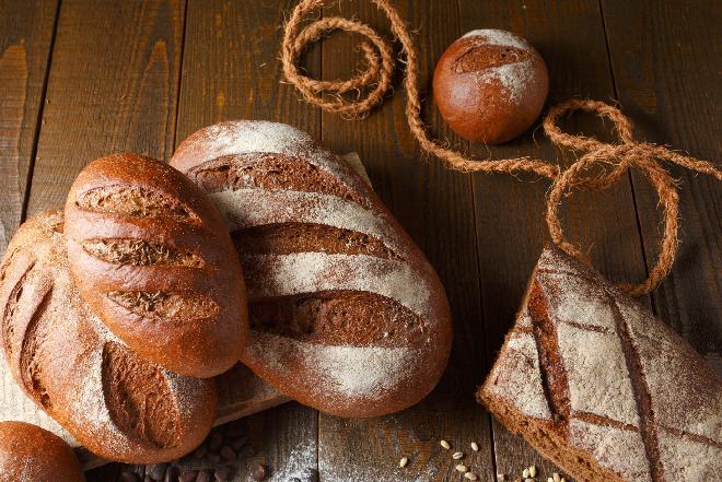 Jaki chleb jeść - rady dietetyka [WIDEO]