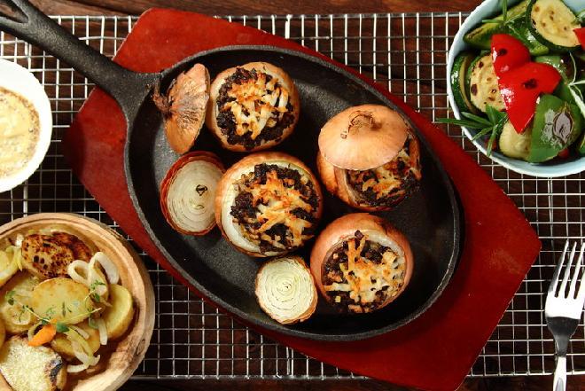 Kaszanka grillowana w cebuli: ciekawy przepis na kaszankę