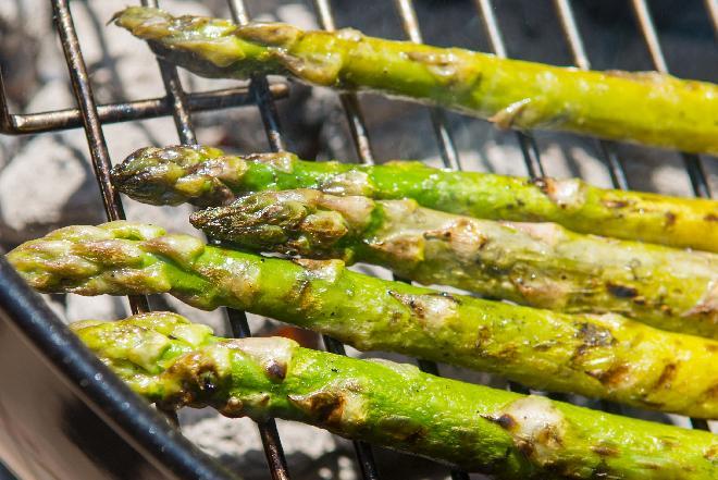 Szparagi z rusztu - jak je przyrządzić