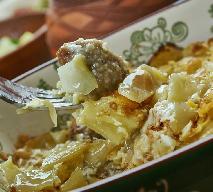 Niesamowity gulasz pod kapuścianą szubą: przepis na łatwy obiad z piekarnika
