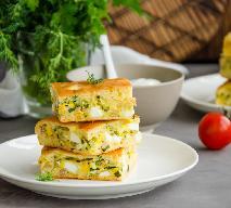 Placek z tuńczykiem i jajkami na twardo: pyszne ciasto z dodatkami zamiast kanapek
