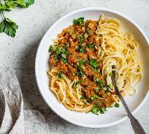 Makaron z wegańskim bolognese z soczewicą w 20 minut: pyszny, łatwy, sycący