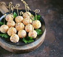 Kulki z paluszków krabowych surimi: łatwy przepis na pyszną i tanią zakąskę