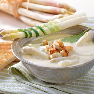 Zupa z białych szparagów z menu Beszamel