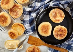 Angielskie muffiny: przepis na bułki śniadaniowe