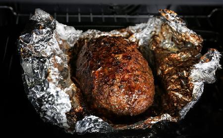 Domowa kiełbasa z piekarnika: pyszna wieprzowo-drobiowa wędlina dla całej rodziny