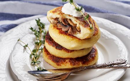 Ziemniaczane kotlety nadziewane grzybami: przepis bez glutenu i jajek