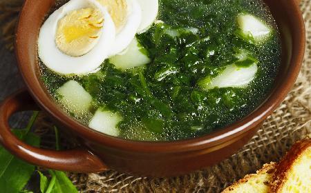 Zupa szczawiowa błyskawiczna: prosty przepis na szczawiówkę