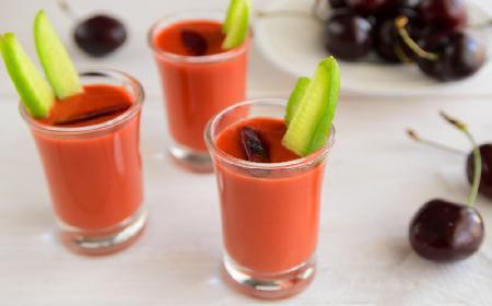 Gazpacho czereśniowe: hiszpański chłodnik z czereśni i pomidorów