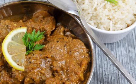 Kurczak w sosie curry z morelami - szybkie danie dla zakochanych