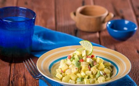 Meksykańska sałatka z kukurydzy, awokado i papryki