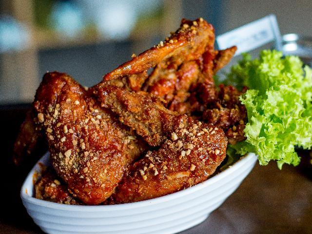 Skrzydełka z kurczaka w orzechowej panierce - chrupiące, pyszne i niedrogie danie