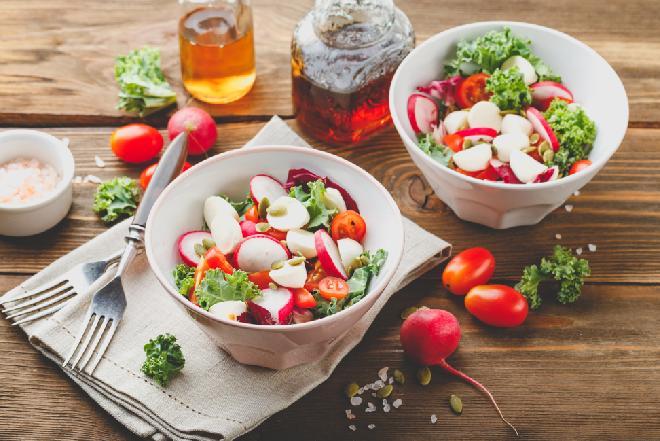 Sałatka w 10, 15 lub 20 minut - pomysły na zdrowe i pyszne sałatki, które przygotujesz w kilka chwil
