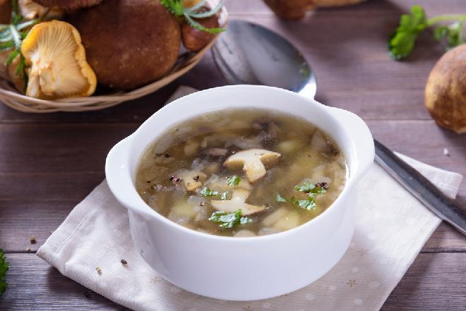 Zupa pieczarkowa z tartym ciastem - prosta i pyszna