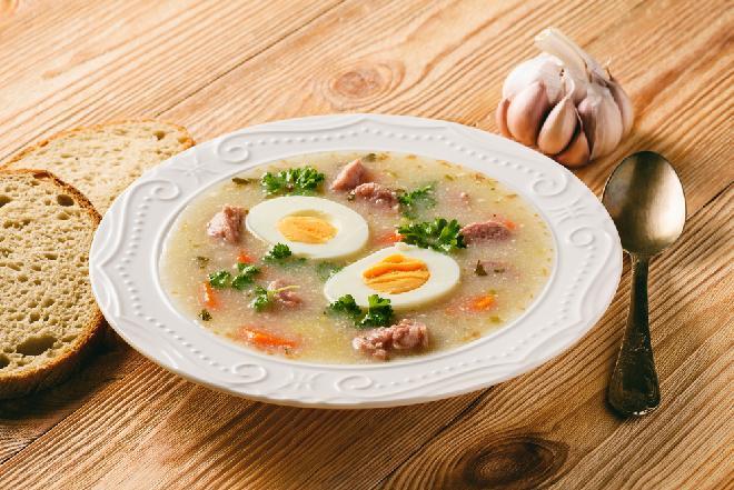 Żurek: przepis na idealną zupę na kaca [WIDEO]